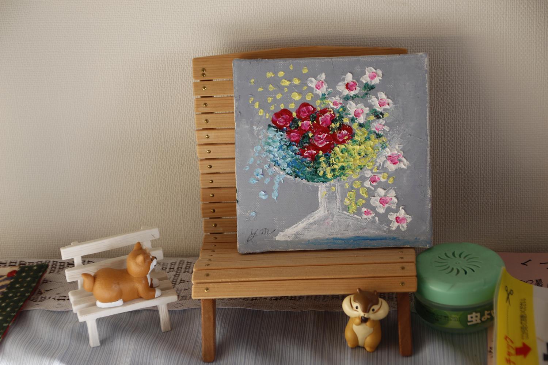 かわいい花の絵や小動物の置物が玄関先に飾られ、疲れた親子を温かく迎える。保育士だったスタッフの、さりげない心配り。