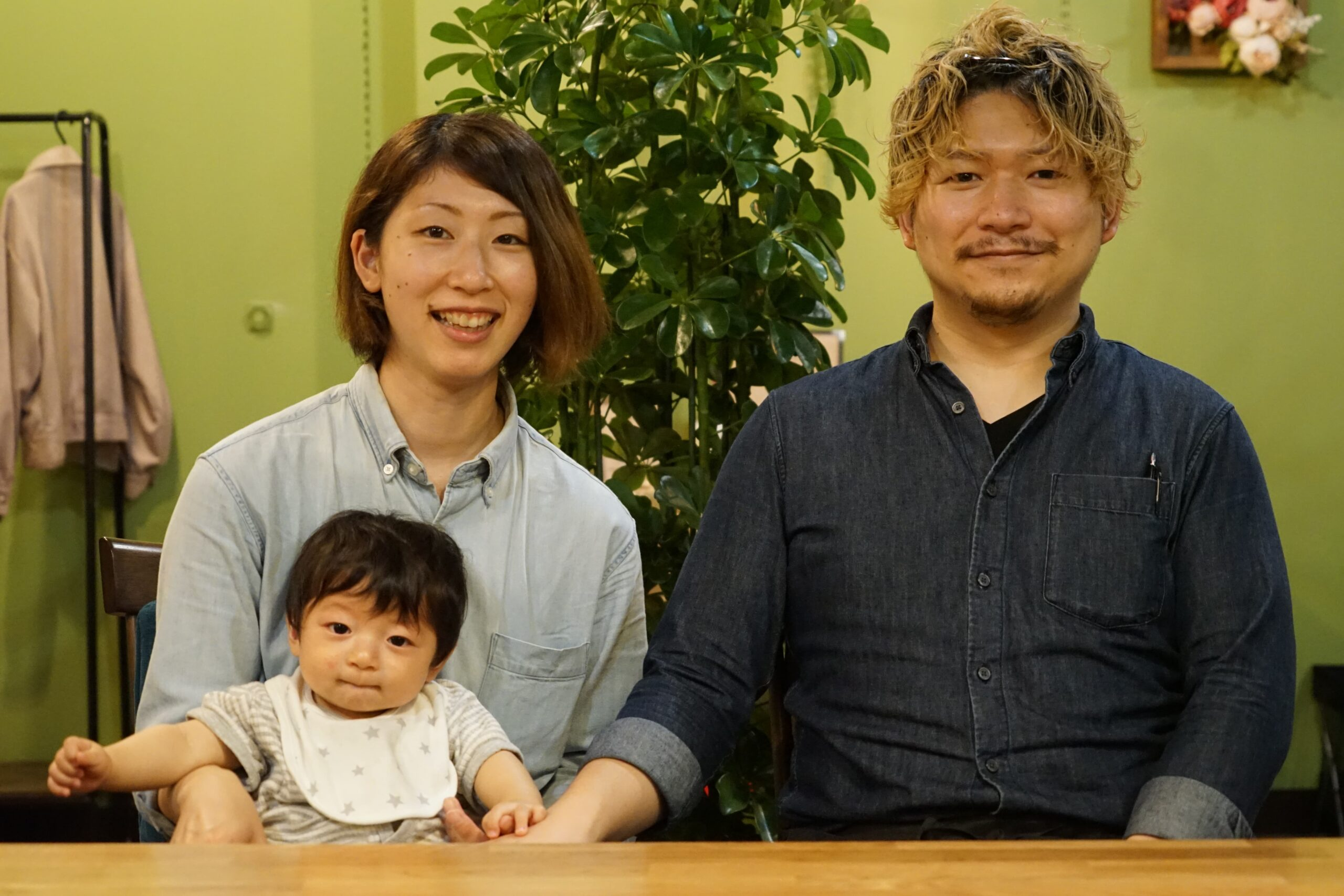 横尾さん一家。友さん、真美さん、陸くん。